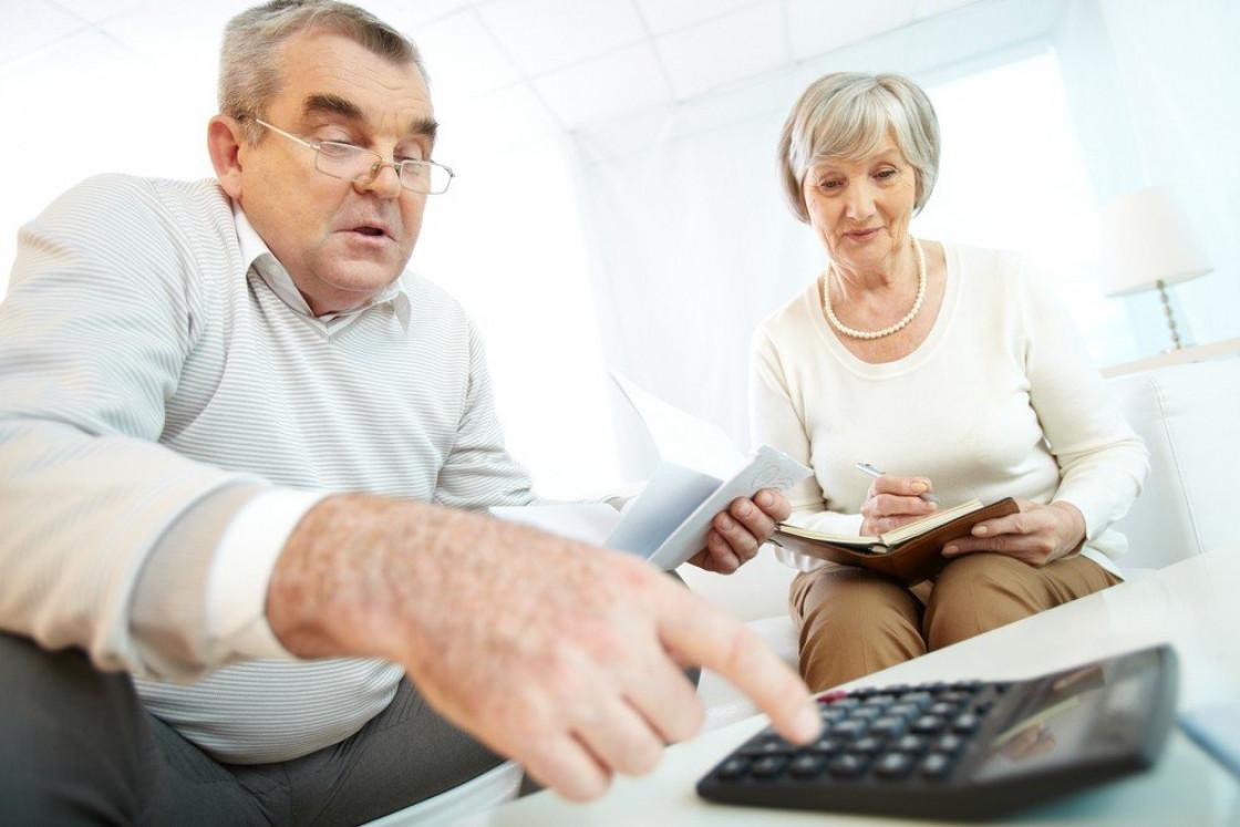 Банки в кризис подняли лимиты по кредиткам для пенсионеров. Более молодым клиентам их, наоборот, урезали из-за рисков потери работы