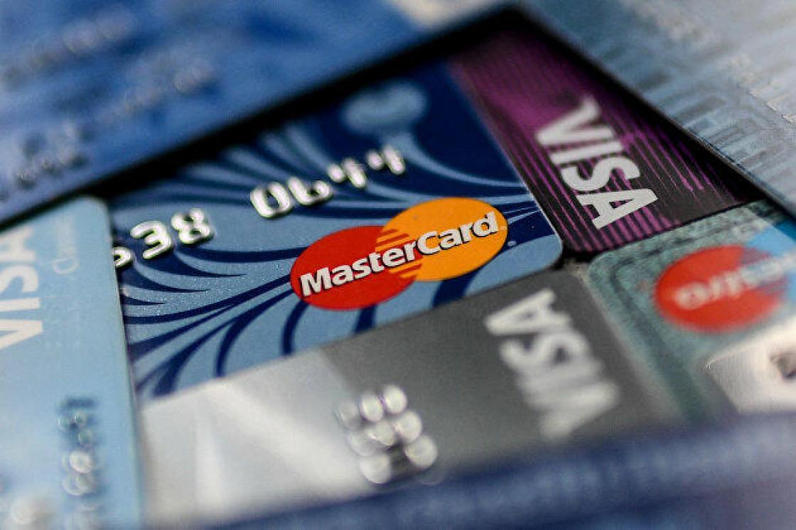 Названа общая задолженность россиян по кредитным картам